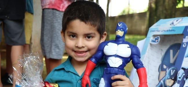 renovigi-doa-mais-de-100-presentes-de-natal-para-criancas-carentes/