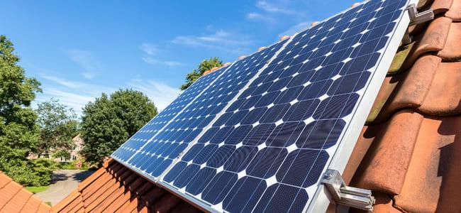 absolar-denuncia-lobby-contra-energia-solar-no-brasil-por-grupos-economicos/